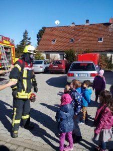 Auch der Feuerwehrmann unter Atemschutz wurde vorgestellt.
