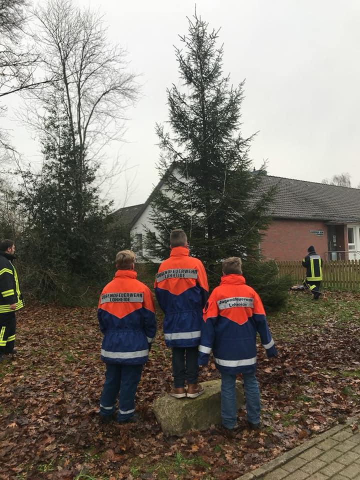 Wann Weihnachtsbaum Aufstellen.Traditionelles Weihnachtsbaum Aufstellen Feuerwehr Lohheide